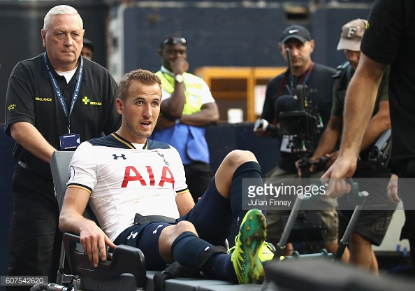 Kane being taken off on a stretcher against Sunderland (photo: Getty Images / Julian Finney)