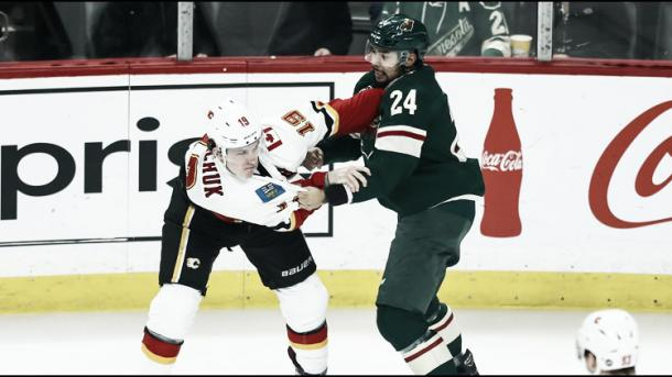 Ni Dumba ni el equipo conocen el momento exacto en el que se lesionó ante los Flames | Foto: kare11.com