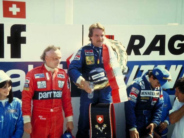 Keke Rosberg en el podio del Gran Premio de Suiza de 1982 | Fuente: www.pinterest.com