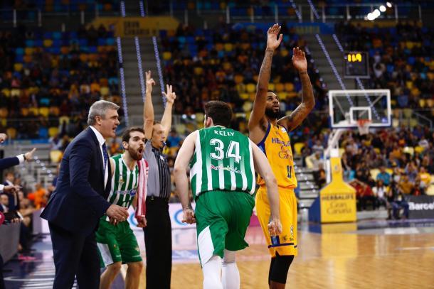 Triple de Kelly que certifica la victoria (ACB Photo)