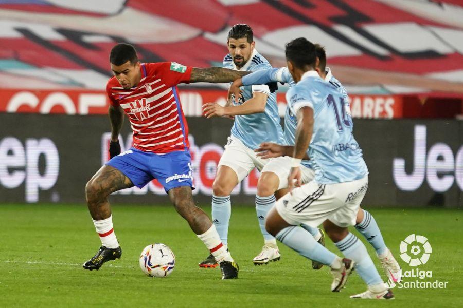 Kenedy encara a la defensa del Celta de Vigo | Imagen: LaLiga
