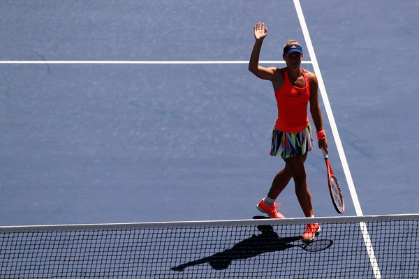 Kerber waves to the crowd following her short day at the office (Photo by Michael Reaves / Getty Images)