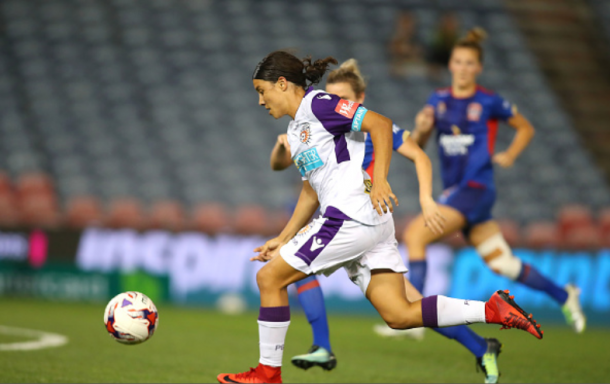 Perth Glory forward Sam Kerr pushes the ball toward the goal in a 3-3 draw against the Newcastle Jets. | Photo: Tony Feder - Getty Images
