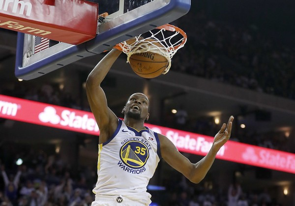 Durant slams home two of his 25 points during Golden State's victory