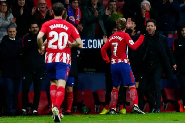 Griezmann comemorando um de seus gols com Simeone | Foto: Gonzalo Arroyo Moreno/Getty Images