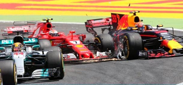 Il crash alla partenza tra Raikkonen e Verstappen