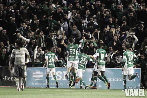 El Betis celebrando el gol de Cejudo / Foto Vavel de Juan Ignacio Lechuga