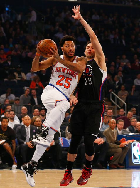 New York Knicks Guard Derrick Rose (25) drives to the rim against Los Angeles Clippers Austin Rivers (25). Photo Credit: Jim McIsaac/Newsday.