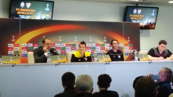 Yeven Konoplyanka, in conferenza con Unai Emery - Source: SevillaFC Twitter