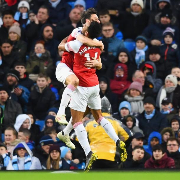 Koscielny celebra su gol con Aubameyang | Fotografía: Arsenal