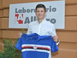 Kownacki presentandose como jugador de la Sampdoria   Foto: Sampdoria