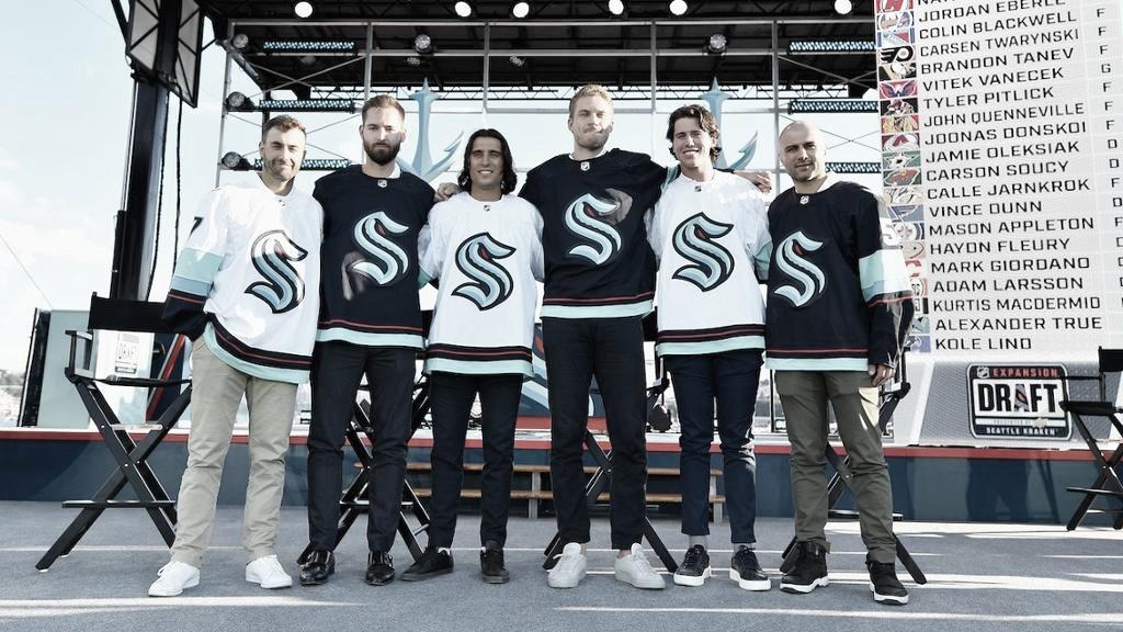 De izquierda a derecha: Jordan Eberle, Chris Driedger, Brandon Tanev, Jamie Oleksiak, Haydn Fleury y Mark Giordano | Foto: NHL.com