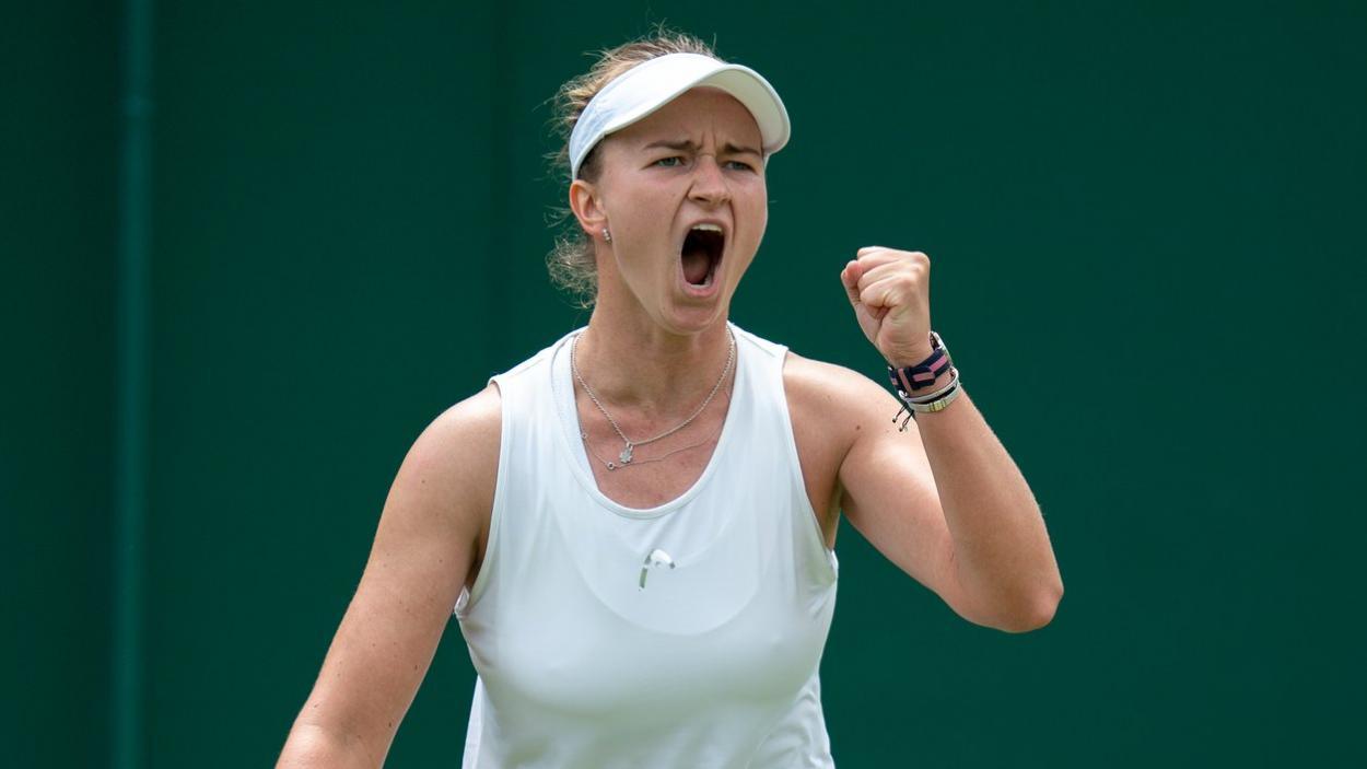 Krejcikova estreia na chave principal de simples em Londres (Foto: Divulgação/Wimbledon)