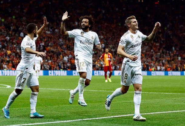 Los jugadores del Real Madrid celebran el gol de Kroos / Fuente: Real Madrid Web Oficial