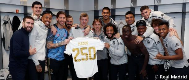 Toni Kroos y sus compañeros, de celebración por los 250 partidos del alemán en el club blanco / realmadrid.com