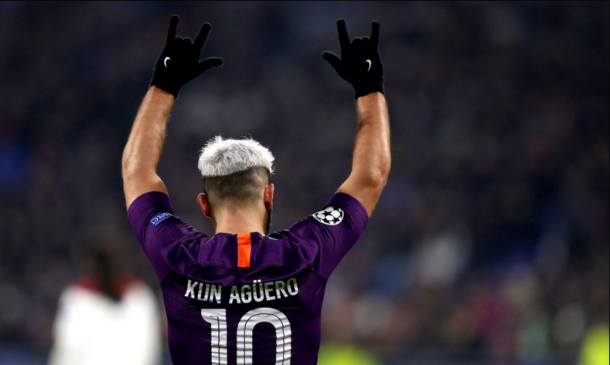 El Kun festeja el tanto que ponia el 2-2. Fuente: Twitter Manchester City