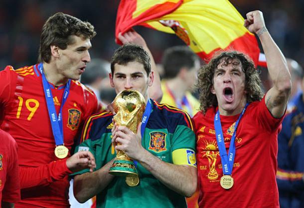 Casillas e o troféu mais desejado do mundo | Foto: Matthew Ashton/Getty Images