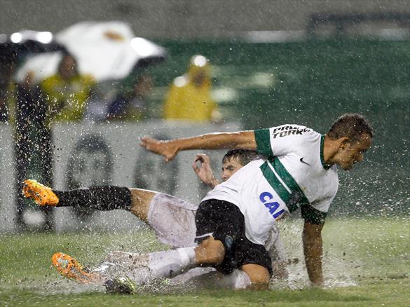 Carlinhos herdará a vaga de Juan, machucado. (Foto: Divulgação/ Coritiba FC)