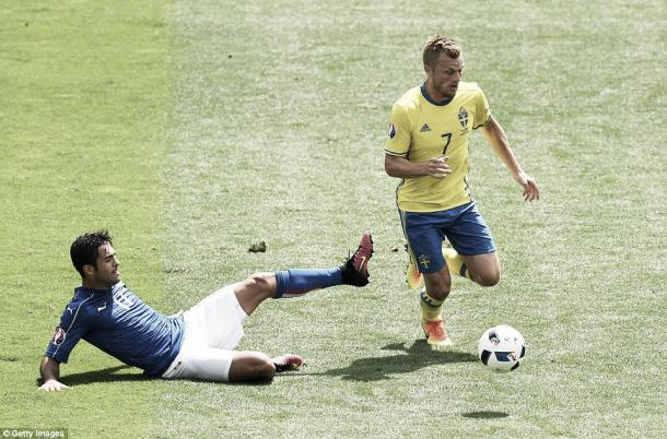 Above: Sebastian Larsson in action in Sweden's 1-0 defeat to Italy | Photo: Getty Images