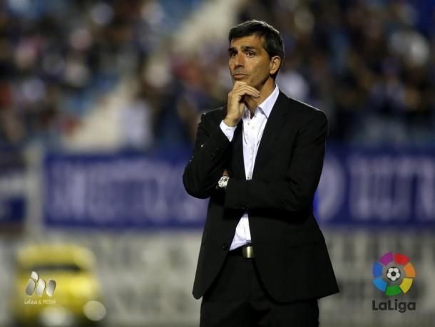 El entrenador valencianista durante un partido de esta temporada / Foto: La Liga
