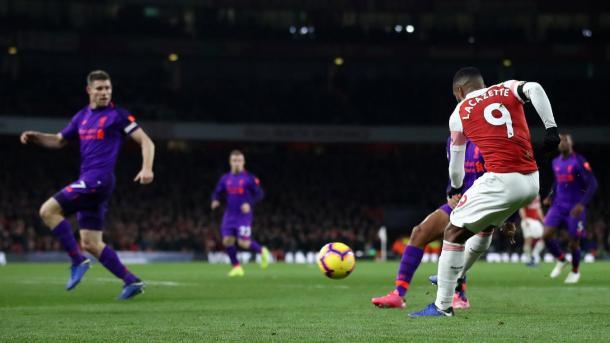 Lacazette en el gol del empate. Foto: Premier League.