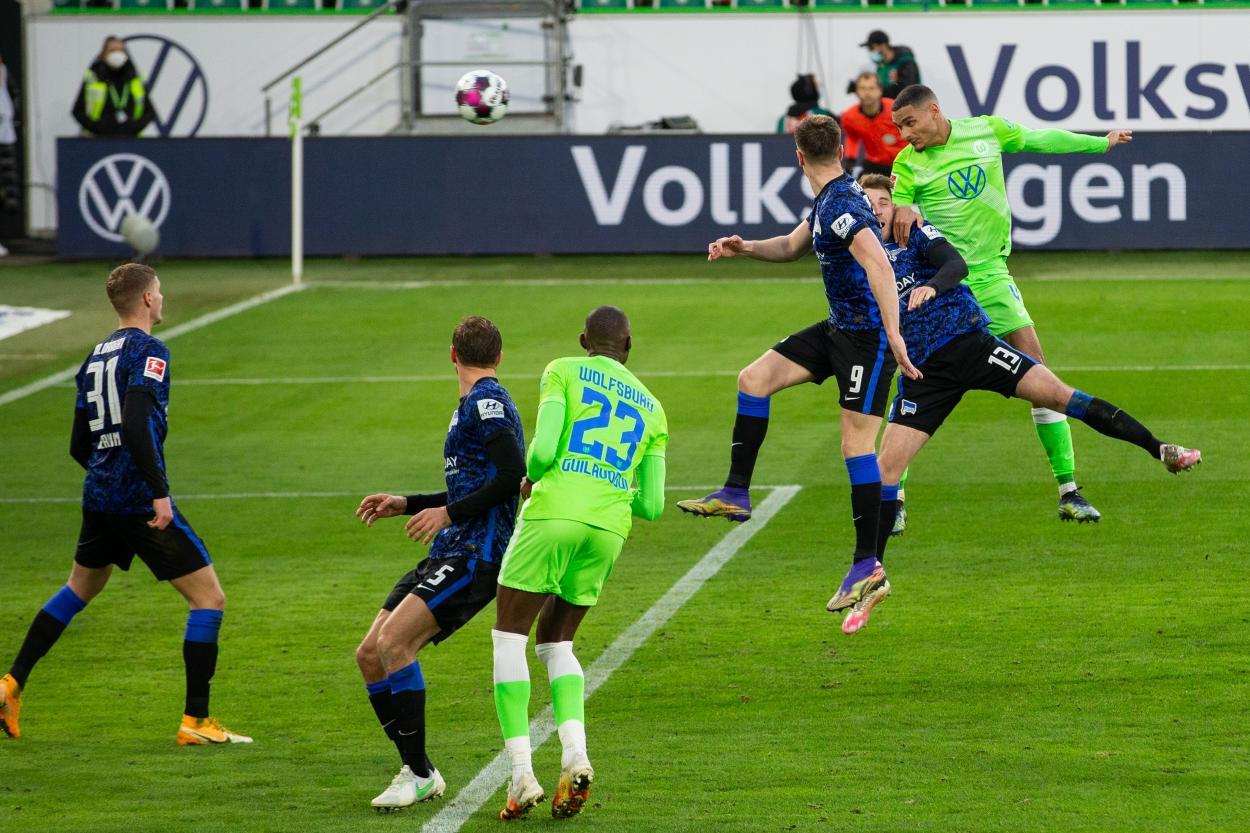 Así fue el imponente remate de Lacroix / FOTO: @VfL_Wolfsburg