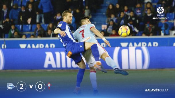 Víctor Laguardia ha vuelto de su lesión y sigue siendo el defensa que los aficionados esperaban. Fuente: deportivoalaves.com