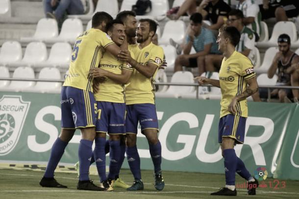 Los jugadores del Cádiz celebran uno de los goles conseguidos en Córdoba   Foto: LaLiga