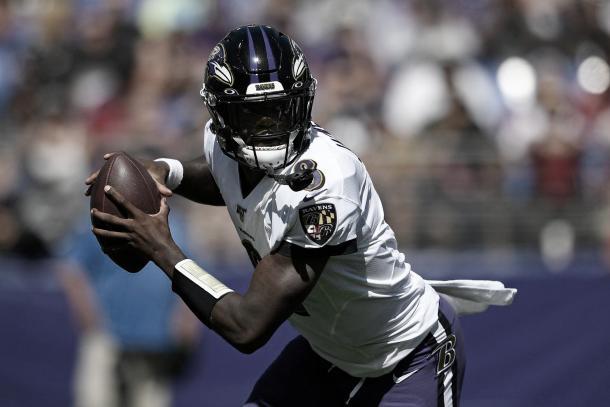 Lamar sigue demostrando un crecimiento como pasador sin descuidar su explosividad. Foto: Ravens