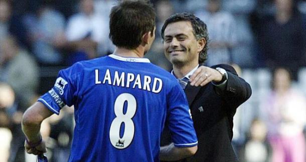 Lampard e José Mourinho nel 2005. Tra i due scoppiò un feeling particolare. Fonte foto: football-please.com