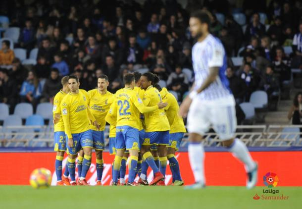 Los jugadores de Las Palmas celebran el empate en Anoeta   Foto: LaLiga