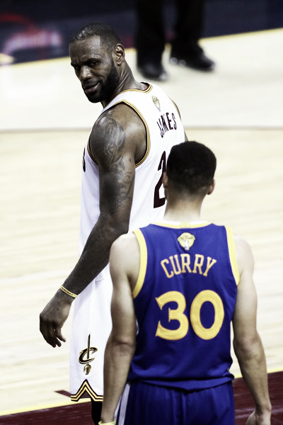 James reminding Curry who's still king. Photo: Getty Images/Ezra Shaw