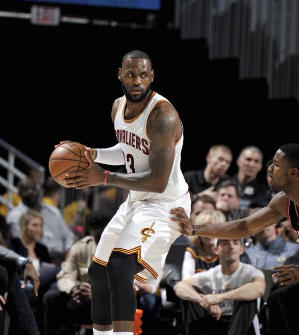 Lebron James consiguió su 44º triple doble de su carrera   Foto: NBA.com