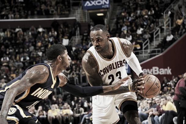 LeBron James y George | Foto: NBA.com