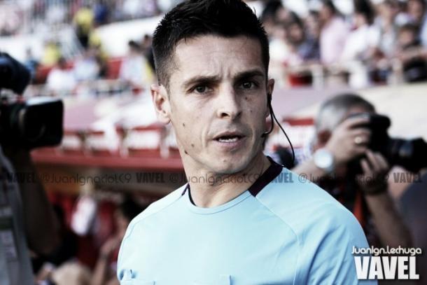 El árbitro del encuentro / Foto: Juankgn.Lechuga (VAVEL.com)