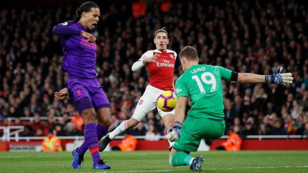 Leno salva el gol de Van Dijk | Fotografía: Premier League