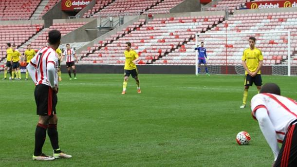 Jeremain Lens prepares to deliver a free-kick | Photo: Sunderland AFC