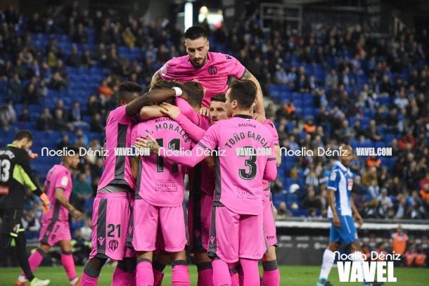 Los jugadores del levante celebrando un gol en Cornellà-El Prat / Foto: Noelia Déniz (VAVEL.com)