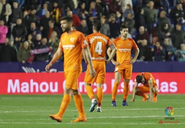 Los futbolistas del Málaga tras consumar el descenso. | Foto: LaLiga