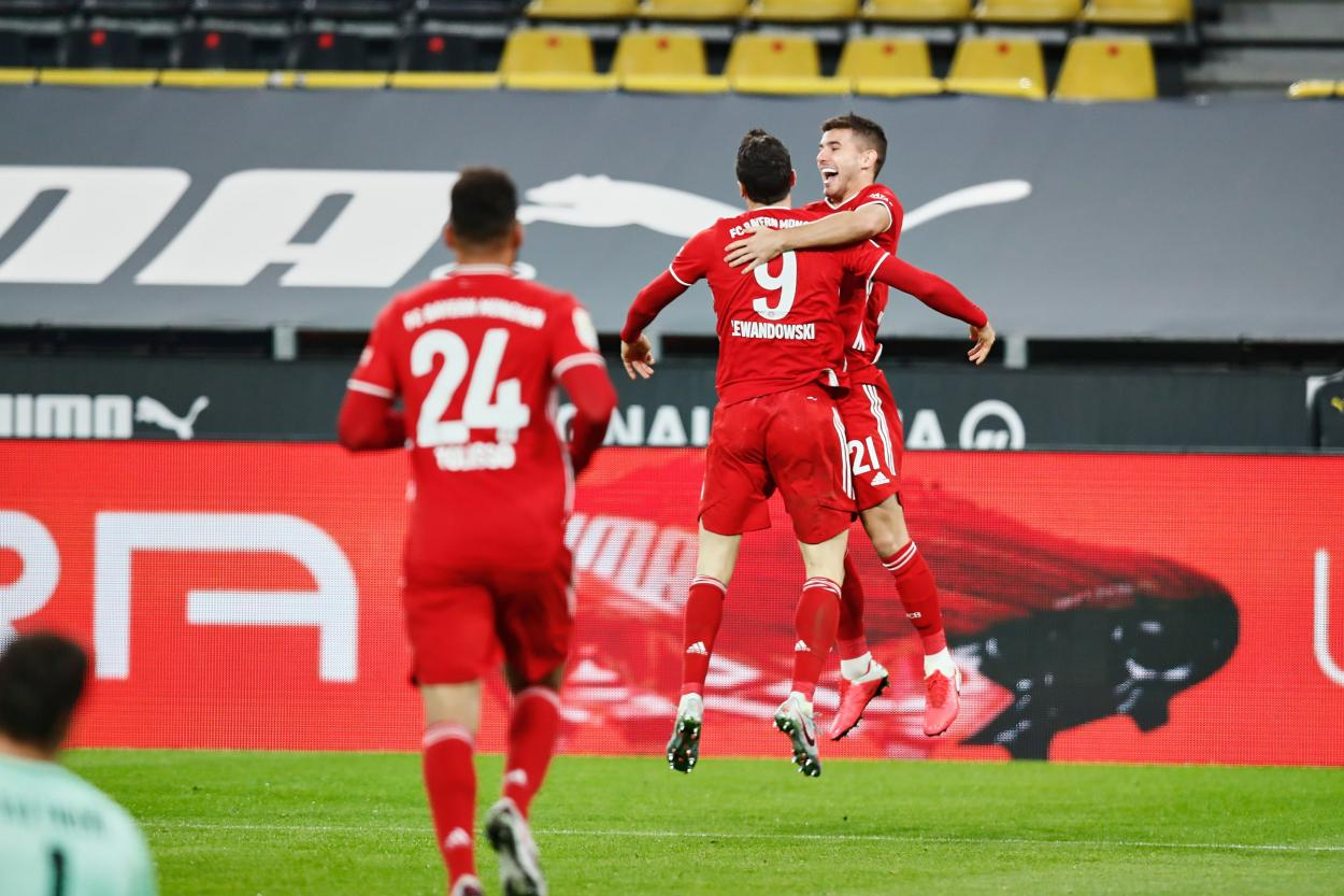 Lewandowski y Hernández celebrando el 1-2 / FOTO: @FCBayern