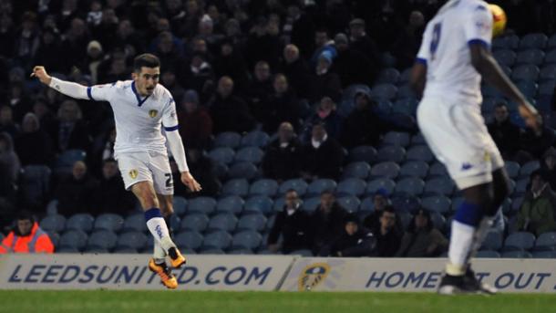 Cook anotando un gol ante el Fulham. Foto: Leeds United
