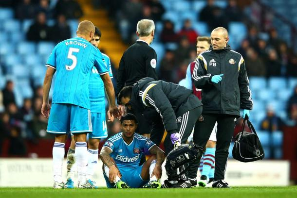 A familiar sight for Sunderland in the 2014/15 season for fans as Bridcutt was forced to leave the game injured. (Image source: Sportzains)
