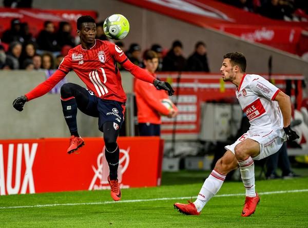 Edgar Ié controla el cuero en el partido contra el Toulouse. Foto: ZIMBIO