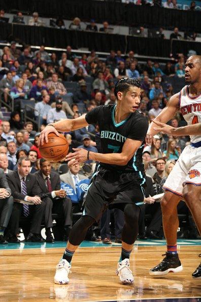 Foto: Jeremy Lin, defendido por Arron Afflalo. Fuente: twitter.com/NBA