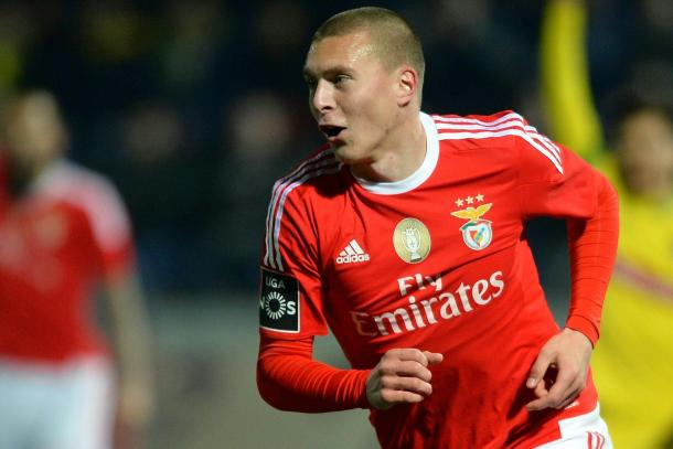 Young star Victor Lindelöf in action last season for Benfica   Photo: AFP