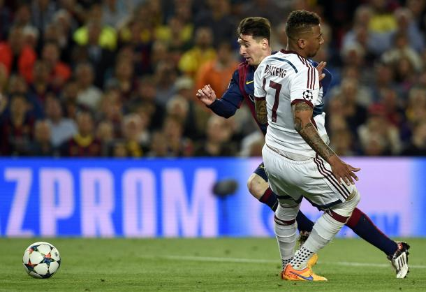 Messi regateando a Boateng. | goal.com