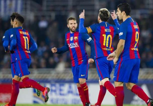 I giocatori del Barcellona esultano dopo la rete di Messi