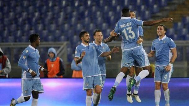 L'esultanza di gruppo della Lazio dopo uno dei gol che hanno portato al 4-1 sul Cagliari.   gazzettaobjects.it.