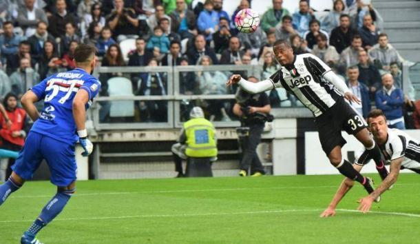 Evra sblocca il match dello scorso maggio con un colpo di testa volante. | GenoaSamp.com.