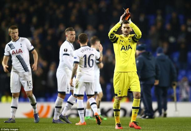 Captain Lloris applauds the fans after the game (photo: Getty Images)